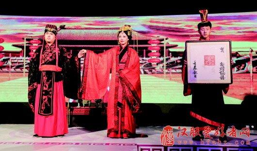 2017青岛国际婚恋节:中式传统婚礼玩穿越(图)