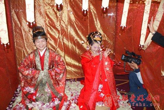 婚庆市场异彩纷呈 汉式婚礼逐渐被认可方兴未艾(组图)